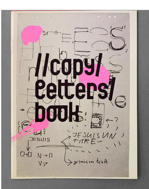 Couverture du spécimen de la fonderie digitale //copy/letters, réalisé avec Philippe Cuendet, Laurence Jaccottet, Genêt Mayor et Gregor Schönborn. Le titre est composé dans une police modulaire que j'ai créée dans le cadre de mes études.