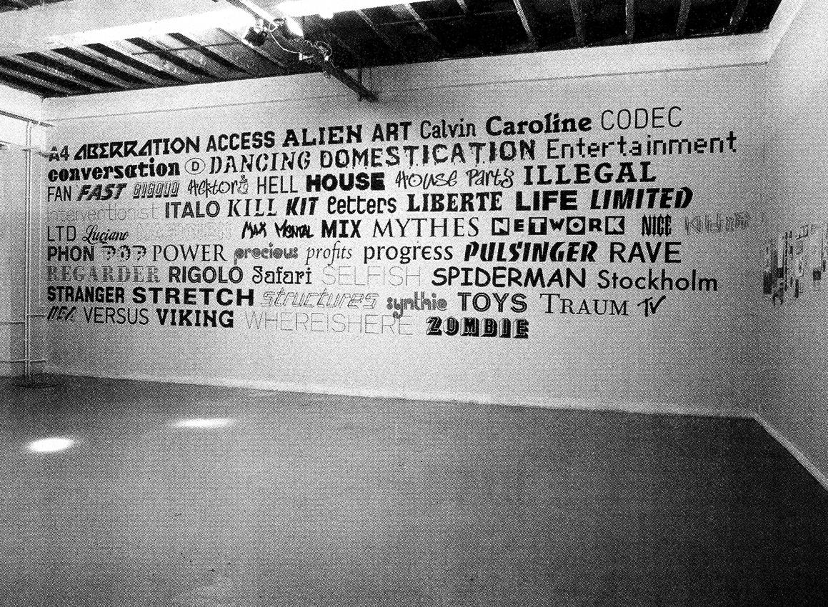 Mur de l'exposition «Schönwehrs Showroom» à Forde, Genève. Photo tirée du catalogue «A4».