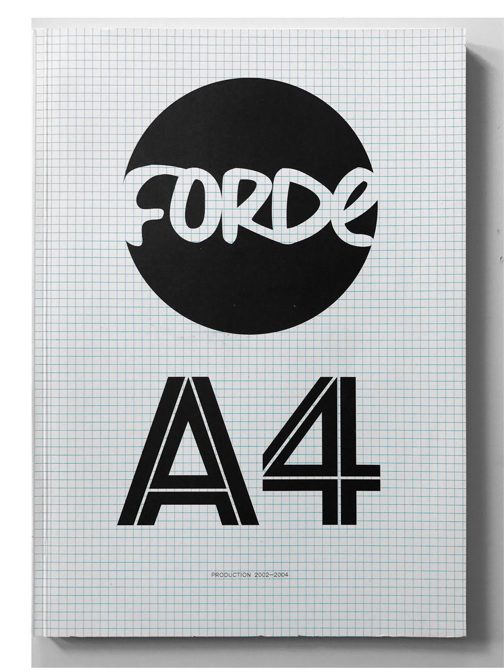 Catalogue rétrospectif de l'activité de Donatella Bernardi, Cicero Egli et Daniel Ruggiero dans l'espace d'art contemporain Forde, 2002–2004. Chaque évènement est présenté avec le flyer d'origine qui avait été conçu au format A4 et pré-numéroté.