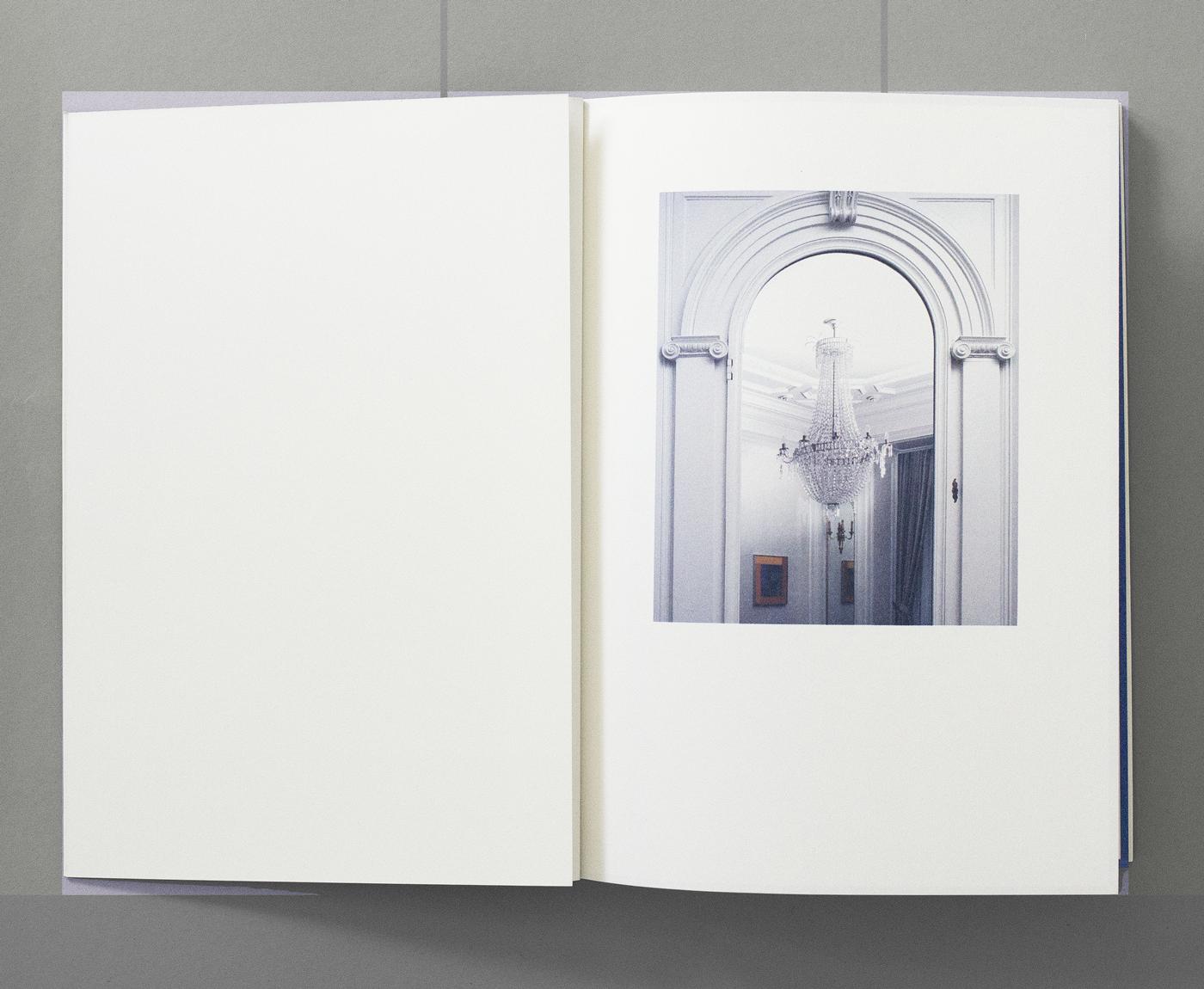Catalogue accompagnant l'exposition «Naturellement abstrait, l'art contemporain suisse dans la collection Julius Baer» au Centre d'art contemporain, Genève. En tant que Schönherwehrs.