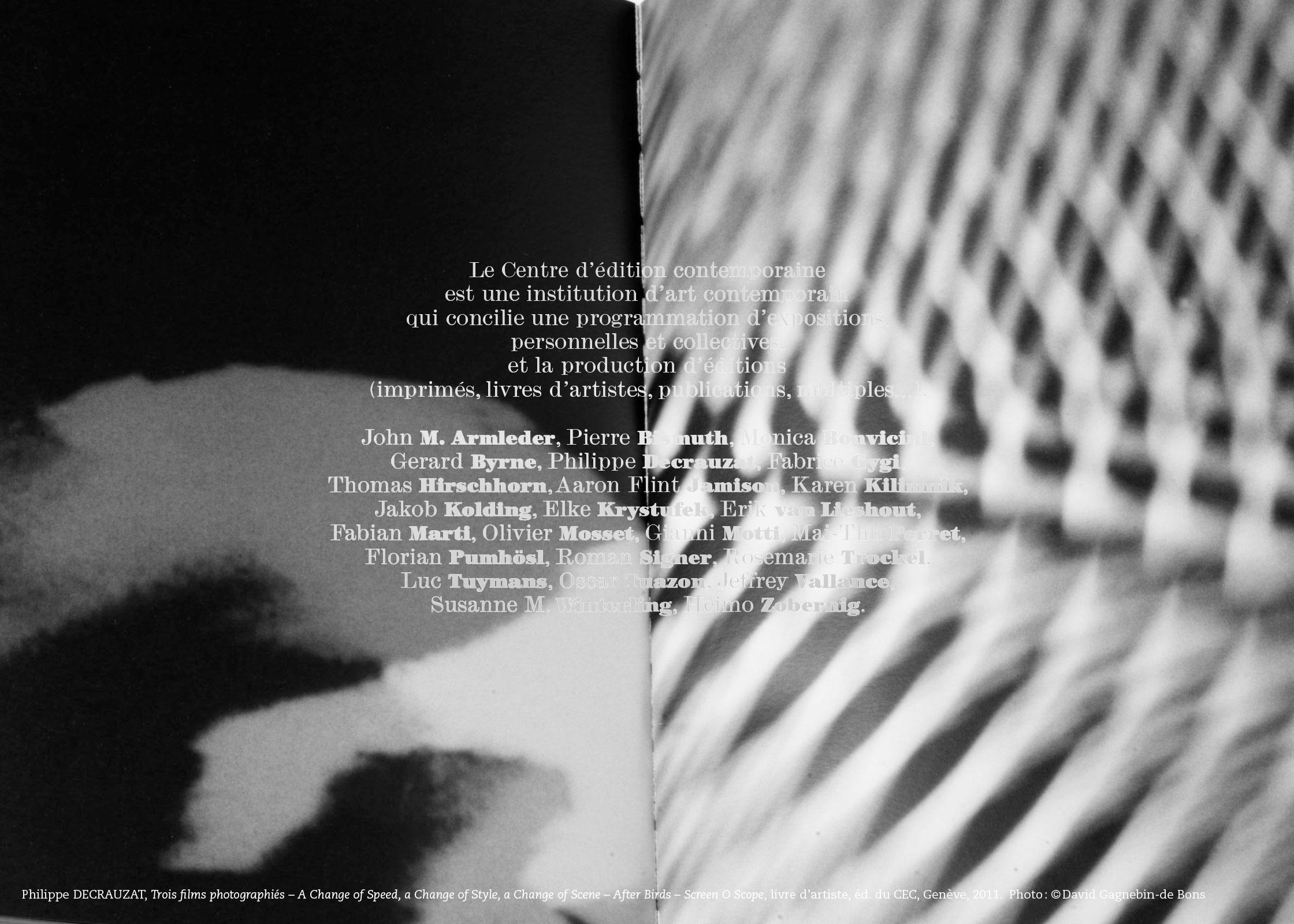 Carte postale de présentation du Centre. Image: double page du livre «Trois films photographiés» de Philippe Decrauzat. En tant que Schönherwehrs.