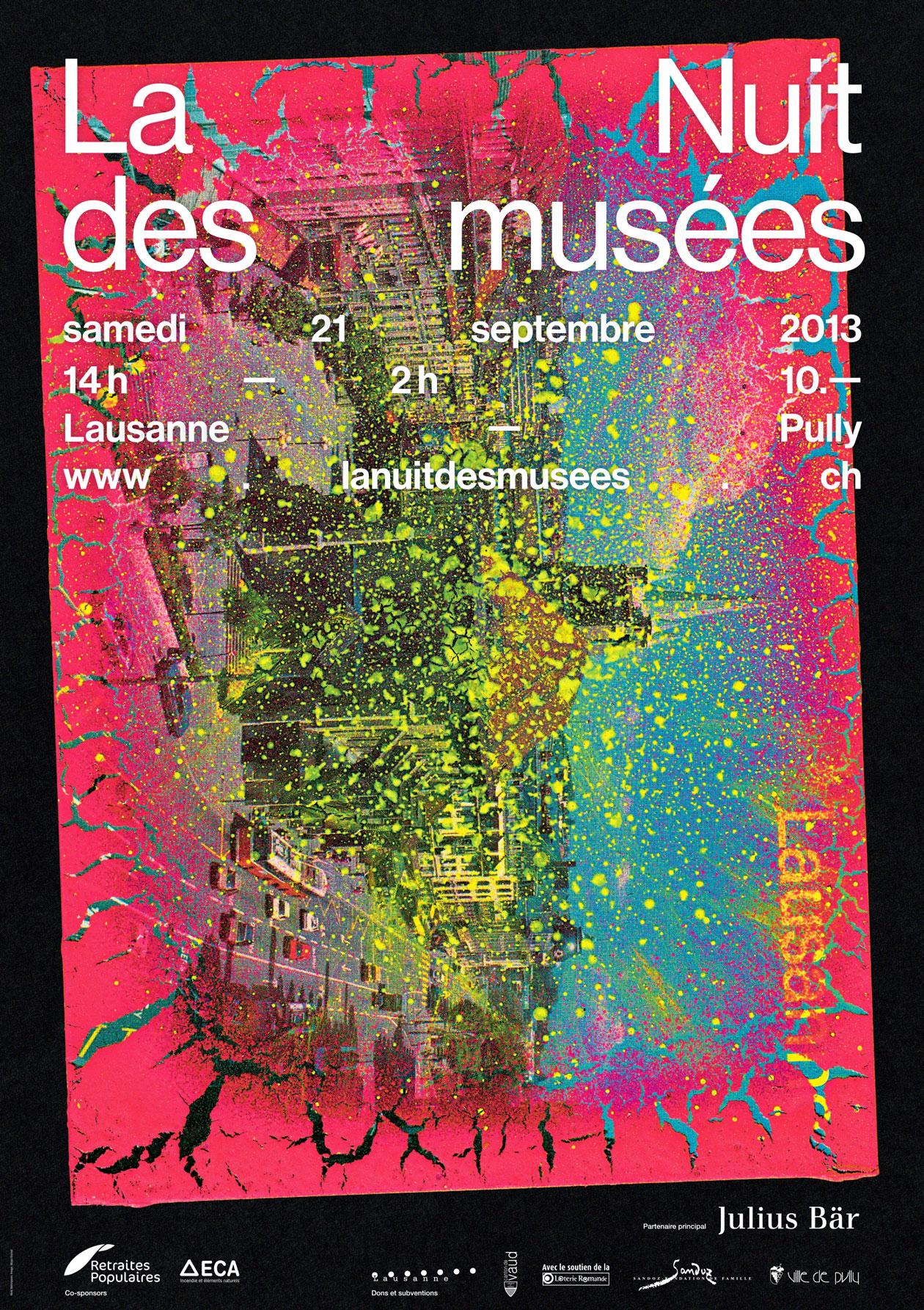 L'une des affiches de la Nuit des musées. Une série de cartes postales de la région personnalisées à l'aide de diverses techniques en collaboration avec l'artiste/photographe Maya Rochat, se répartissent sur les différents supports de communication.