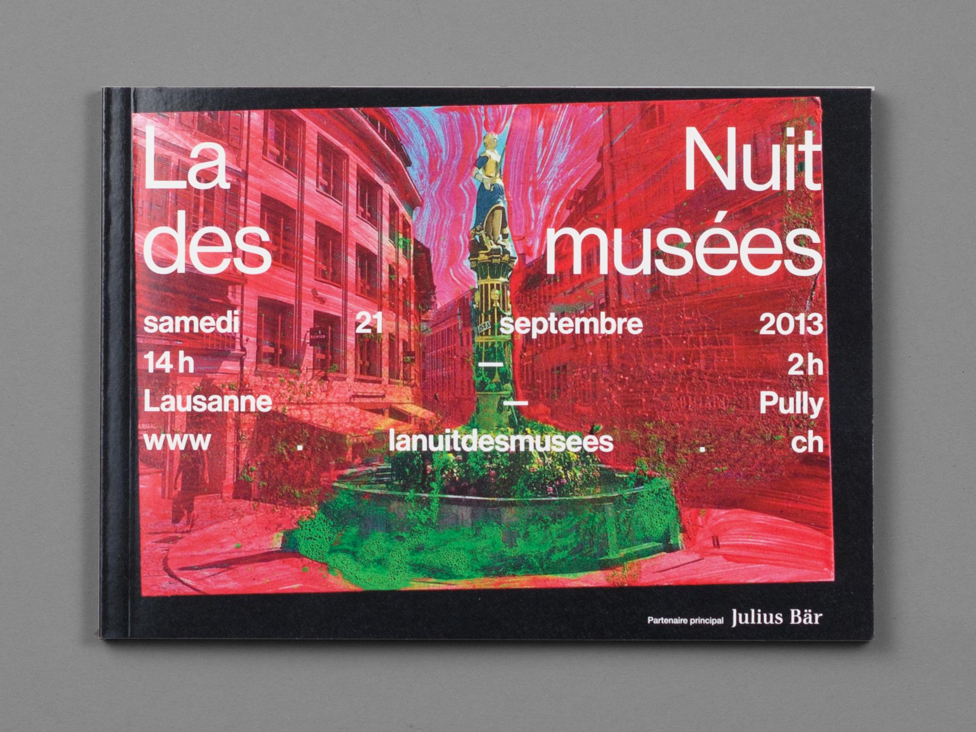 L'une des couvertures du programme de la Nuit des musées. Une série de cartes postales de la région personnalisées à l'aide de diverses techniques en collaboration avec l'artiste/photographe Maya Rochat, se répartissent sur les différents supports de communication.