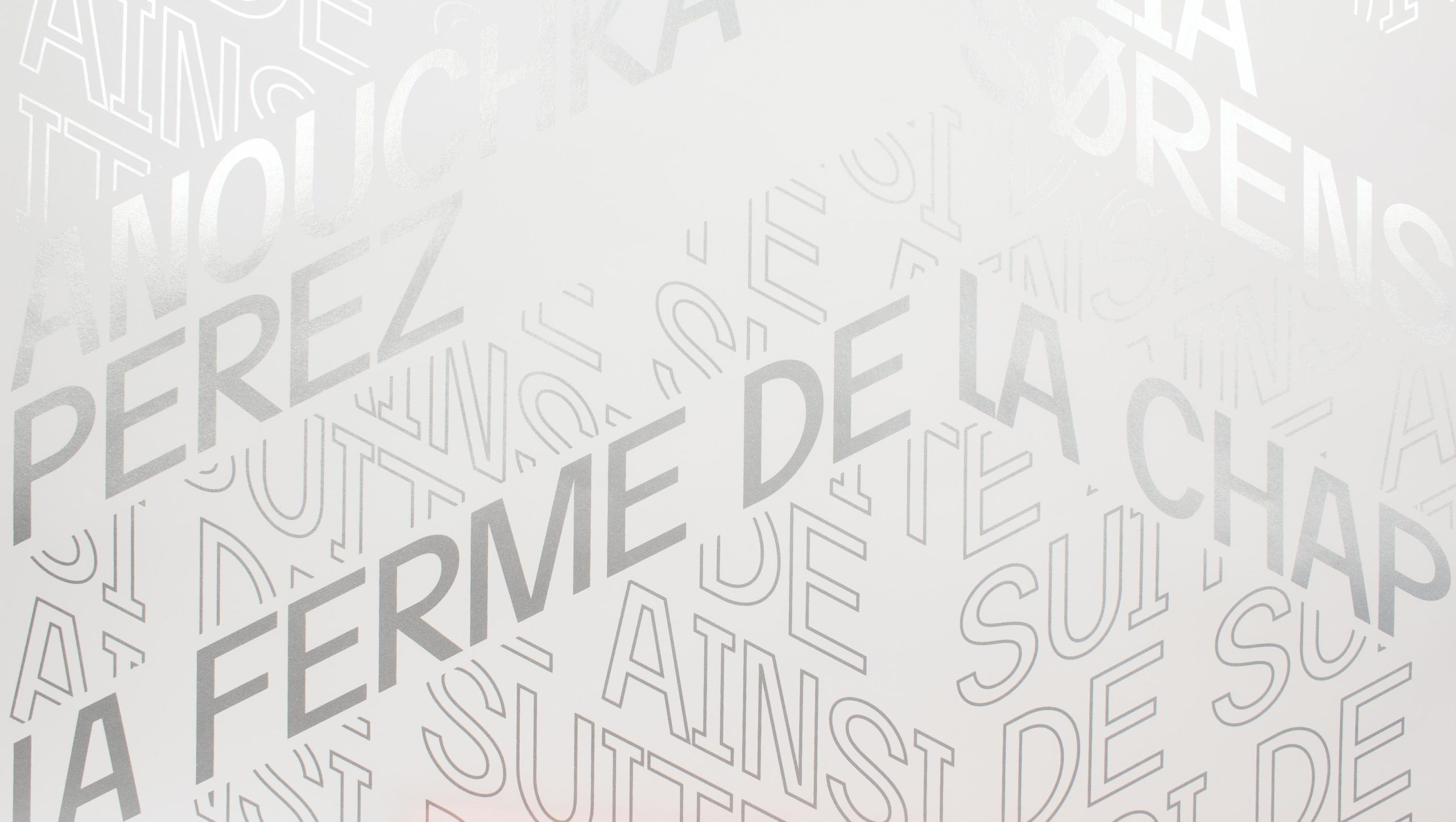 Détail de l'affiche typographique pour une exposition de Anouchka Perez et Julia Sorensen