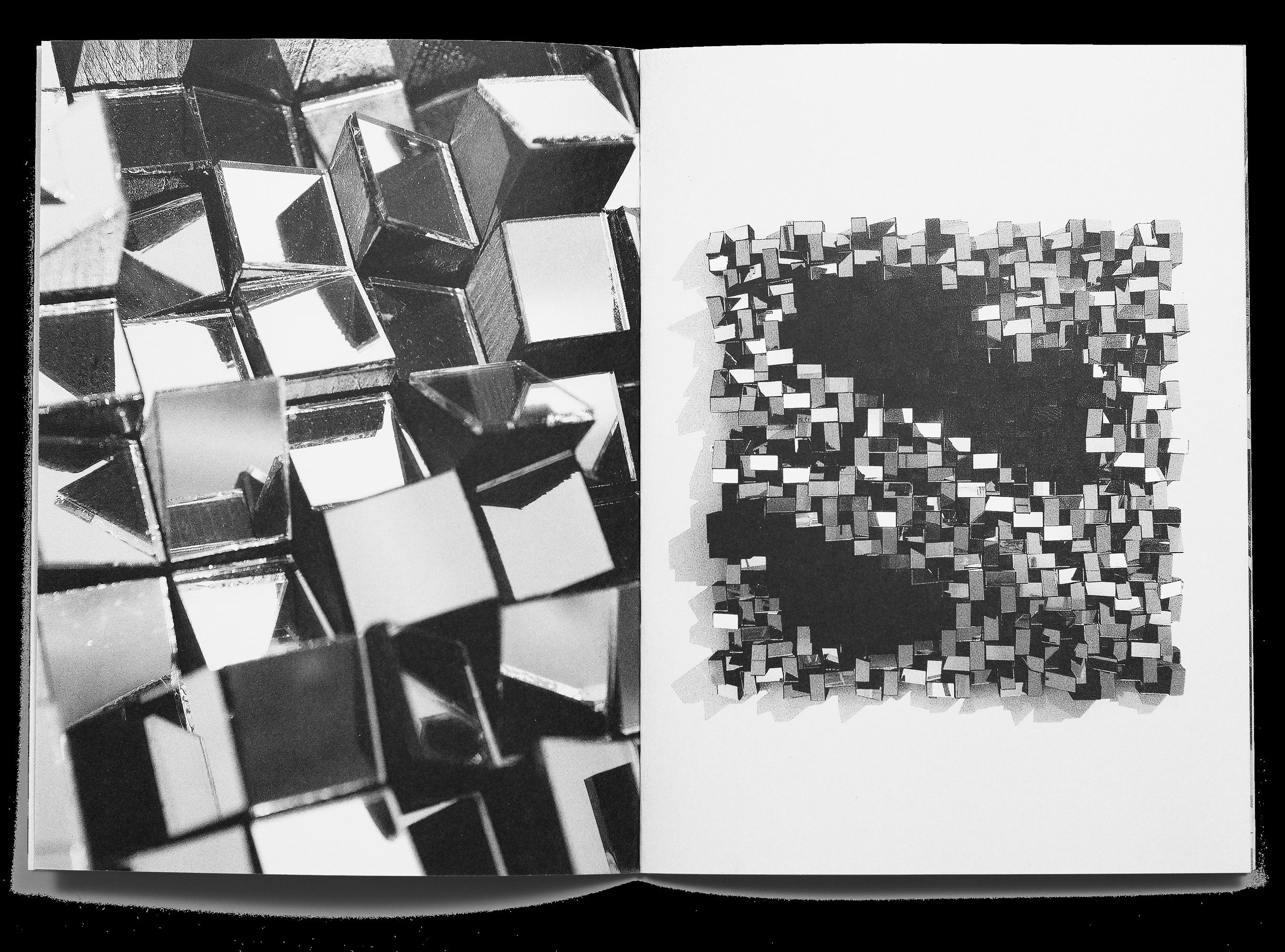 Double page d'œuvres de Anouchka Perez dans la brochure de l'exposition Ainsi de suite