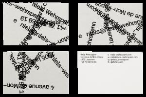 Informations positionnées aléatoirement sur les cartes de visite du graphiste Niels Wehrspann